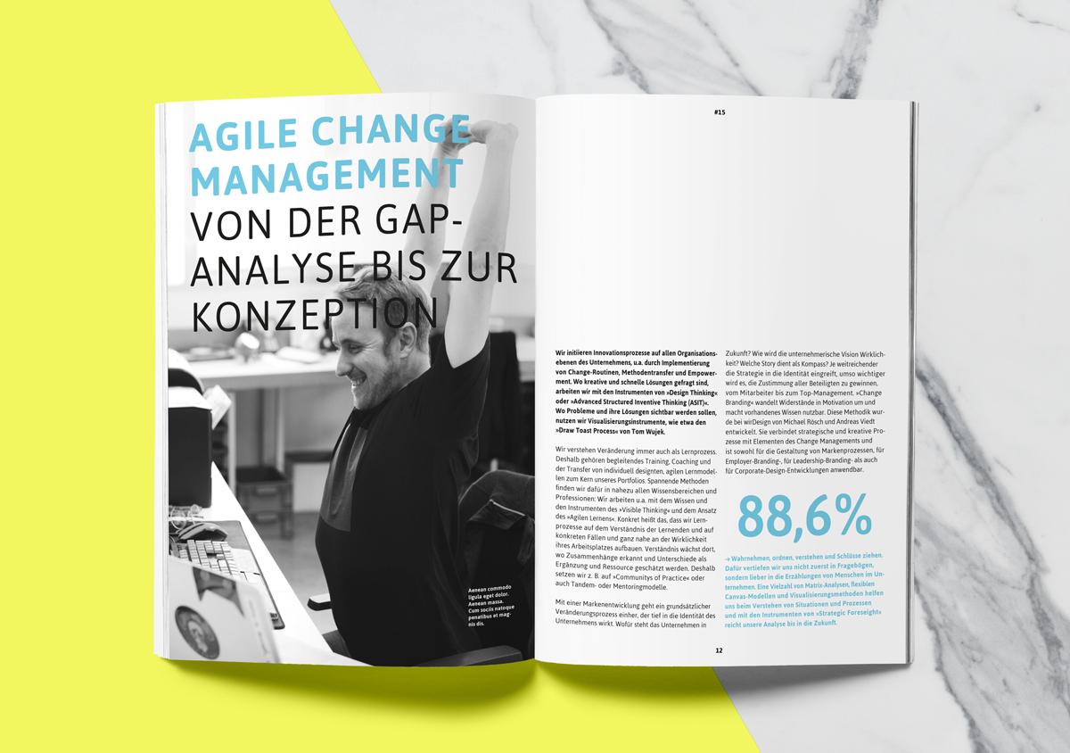 Tomino Beratung Corporate Design Broschuere Innenseite mit Foto