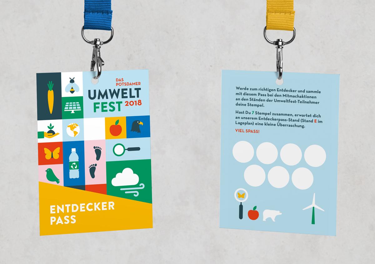 Potsdamer Umweltfest 2018 Volkspark Potsdam Eventgrafik Entdeckerpass an Keyholder Vorderseite mit Keyvisual aus Icons Rückseite mit Text und Stempelkarte