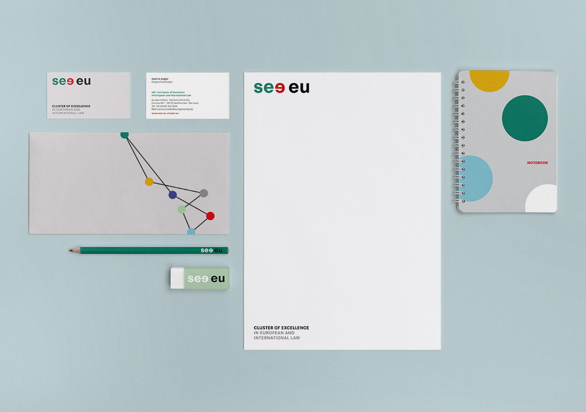 see eu Cluster of Excellence in European and International Law Europainstitut Saarland Corporate Design Geschaeftsausstattung Visitenkarten Briefpapier Briefumschlag Notizbuch Bleistift Radiergummi