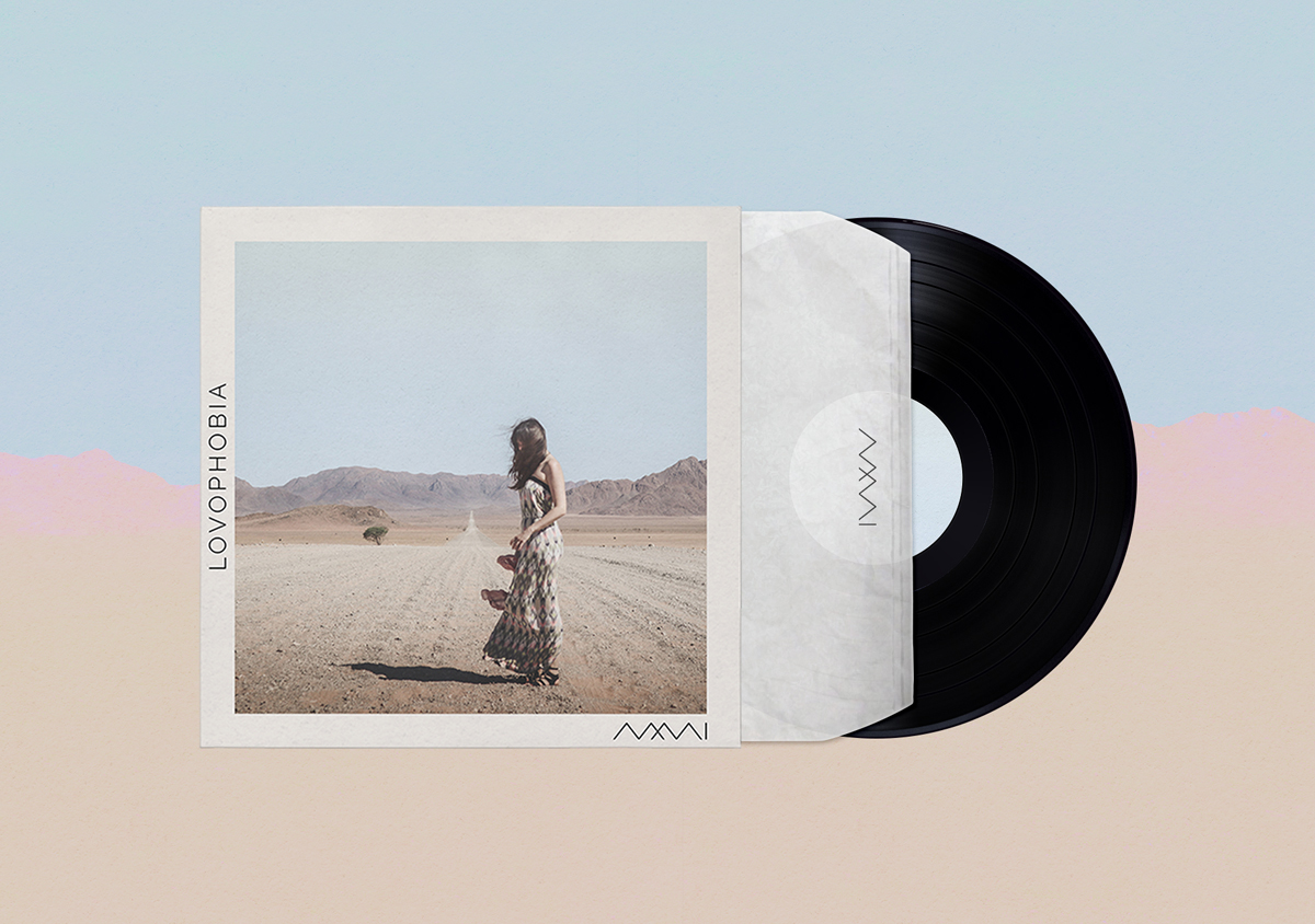 Mia, Myself and I Artwork Singlecover Lovophobia großes Landschaftsbild mit Bergen und Frau in langem Kleid schwarze Vinyl Logo MMI
