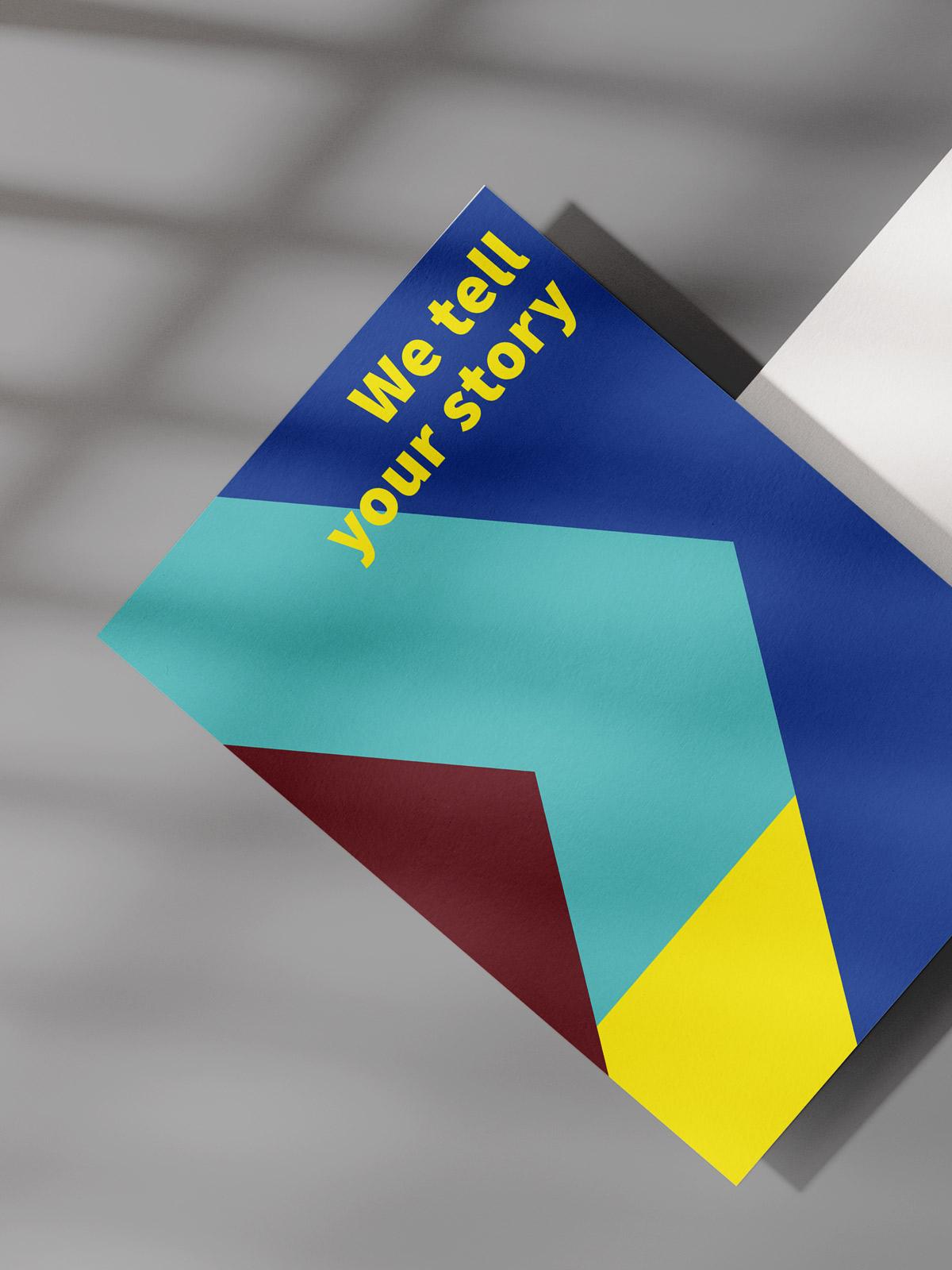I Like Visuals Postkarte auf grauer Fläche gelber Text